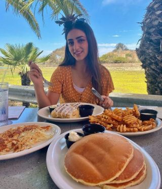 Breakfast with a view - our outdoor dining is waiting for you 🤩🍽  Tag your brunch partner below! . . .  #newport #cappys #instafood #foodstagram #eeeeeats #landscape #breakfast #breakfastfood #discoverunder5k #views #yelpoc #orangecounty #california #foodfeed #feastagram #forkyeah #nomnom #foodporn #socal #delicious #feedme #foodheaven #buzzfeed #hypefeast