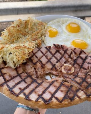 A knight who loves steak is called sir loin. Our ham steak is the hearty breakfast you're looking for. How do you take your eggs? . . . #newport #cappys #instafood #foodstagram #eeeeeats #landscape #breakfast #breakfastfood #discoverunder5k #steak #yelpoc #orangecounty #tryitordiet #foodfeed #ham #eggs #cheers #cheatday #chowtime #foodiegrams #foodstagram #eeeeeats #pch #discoverunder5k #drinkstagram #hb #views #newportbeach #costamesa #irvine