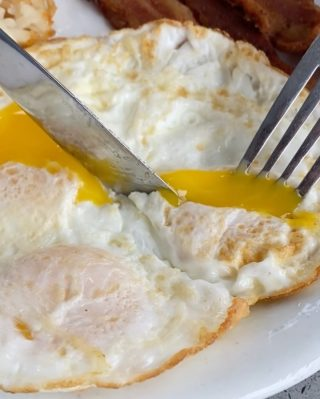 We're egging you on to try the best breakfast in town.  Breakfast, brunch, and lunch served up fresh, friendly, and local.  Adding eggs to pretty much anything is always a good idea. . . . . . . #newport #cappys #instafood #foodstagram #eeeeeats #egg #breakfast #breakfastfood #discoverunder5k #foodintheair #yelpoc #orangecounty #tryitordiet #foodfeed #happymonday #chili #munchies #cheatday #omelette #eggs #tiktok #foodvideo
